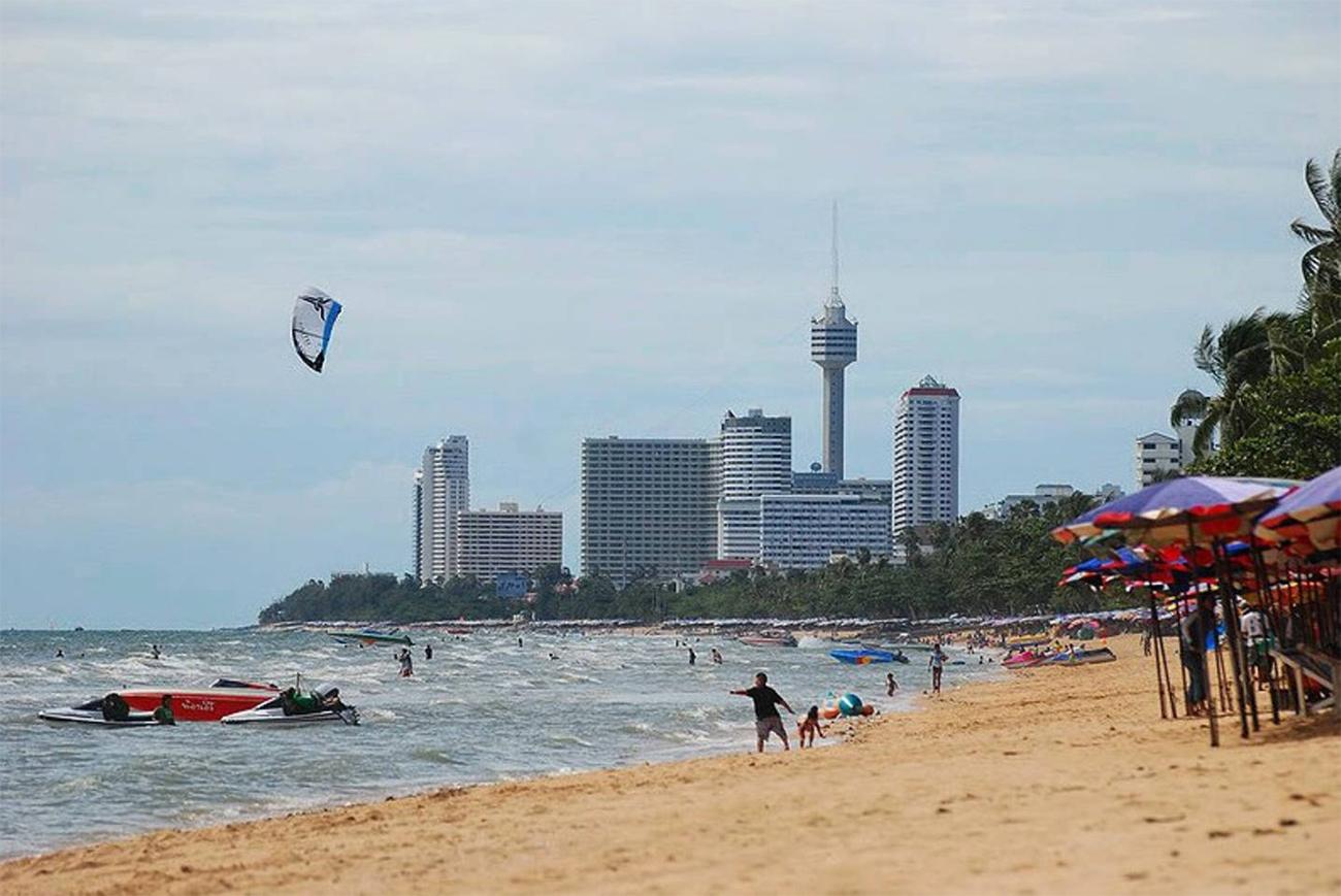 Пляж Донгтан (Dongtan Beach) опрятное и тихое продолжение